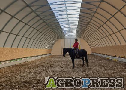 Lovarda, állattartó és mezőgazdasági sátor